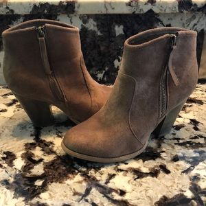 Light brown zip ankle booties 8.5